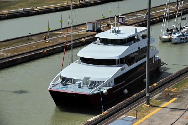 Schiff ind er Schleuse des Panama Kanals